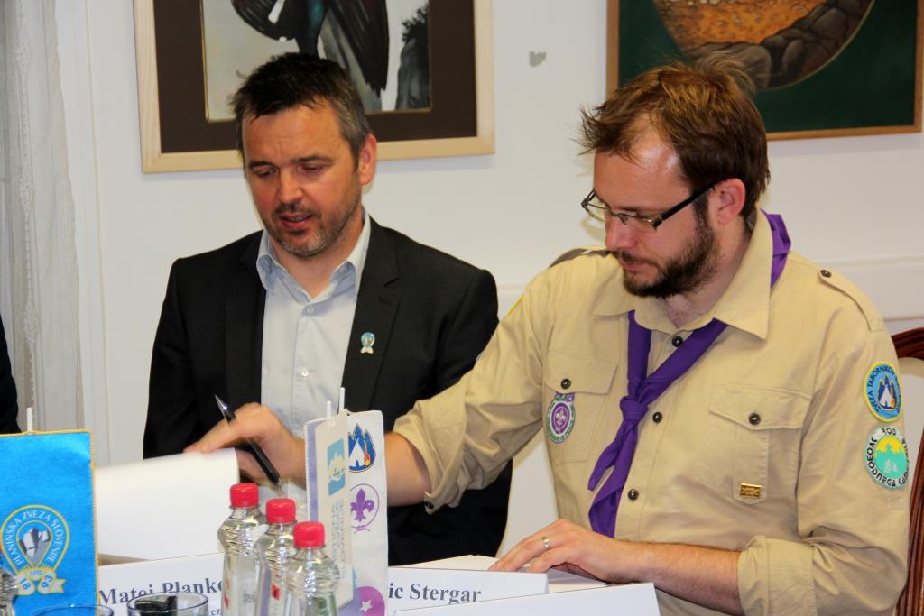 Podpis pridružitve Zveze tabornikov Slovenije Dogovoru o sodelovanju Skupine nevladnih organizacij za trajnostni razvoj, Foto Manca Čujež